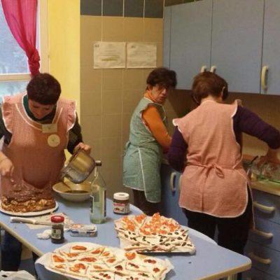 Un momento culinario con i volontari dell'Hospice di Siracusa